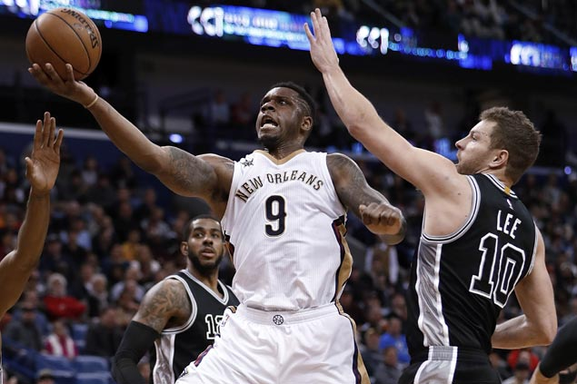 Seven Pelicans score in double figures as New Orleans ends San Antonio's five-game win run