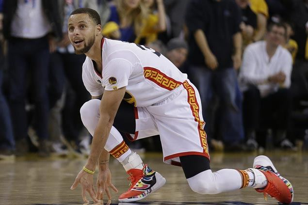Steph Curry highlights Warriors' 46-point rout of Clippers with halfcourt buzzer-beater