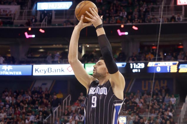 Magic snap three-game skid with narrow win over struggling Raptors