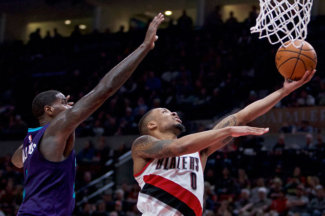 Sizzling third quarter boosts Blazers to victory over slumping Hornets
