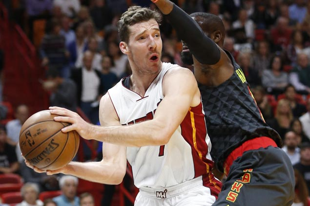 Heat win streak now at nine with rout of struggling Hawks