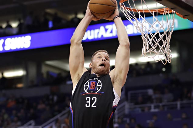 Clippers pull away late to waste Eric Bledsoe's career game, sink Suns to fifth straight loss