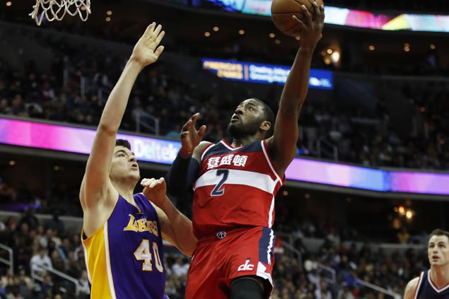John Wall catches fire in the clutch as surging Wizards fend off Lakers rally from 19 points down