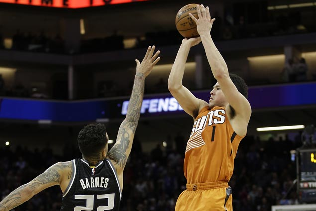 Devin Booker hits winner at buzzer as Suns edge Kings to halt five-game slide