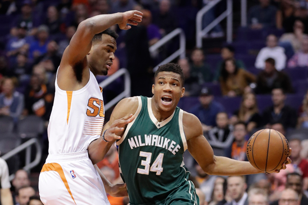Giannis Antetokounmpo, five other Bucks score in double figures in rout of lowly Suns