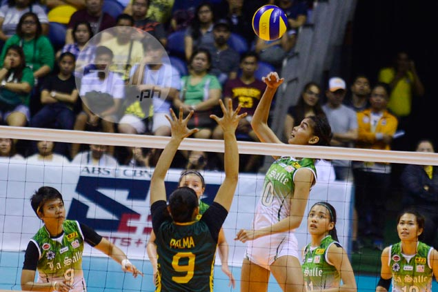 La Salle Lady Spikers beat FEU in three closely fought sets to begin UAAP repeat bid