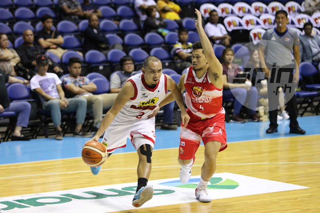 In-form Star Hotshots deal Phoenix another beating, march on to PBA semifinals