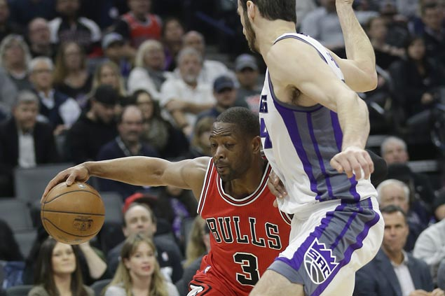 Dwyane Wade takes charge in dying moments as Bulls hold off Kings