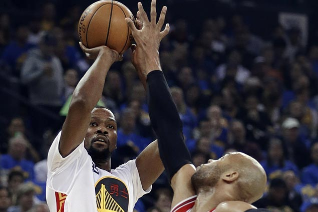 Klay shows way, KD regains form as Warriors rip depleted Bulls to get back on winning track