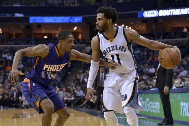 Grizzlies extend win streak to three with easy victory over slumping Suns