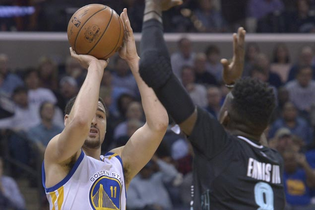 Klay Thompson hits eight triples as Warriors take charge early and cruise to victory over Grizzlies