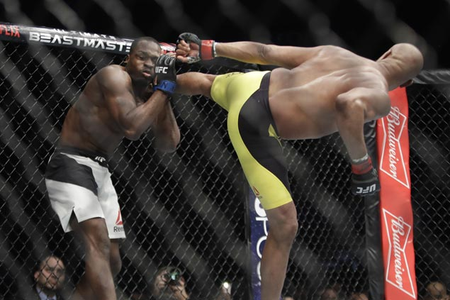 Anderson Silva gets one on win column for first time in five years with decision over Derek Brunson