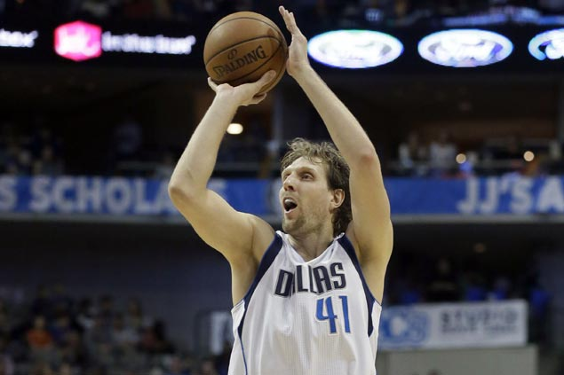 Matthews, Curry, Nowitzki show way as Mavericks rout Magic