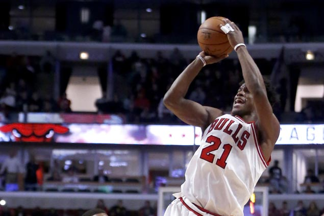 Jimmy Butler posts double-double in return from injury as Bulls defeat Raptors