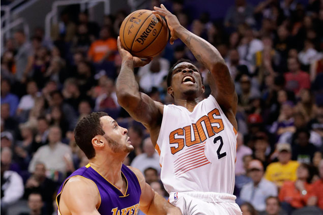 Eric Bledsoe triple-double propels Suns to 36-point rout of Lakers