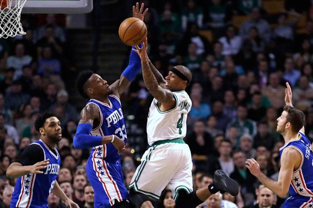 Isaiah Thomas ties John Havlicek scoring mark as Celtics overcome Sixers for fourth straight win