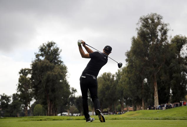 Dustin Johnson one stroke ahead after 36 holes at rainy Riviera