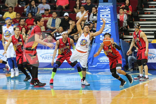 Leo Austria concedes San Miguel will have 'one less problem' if Jayson Castro sits out