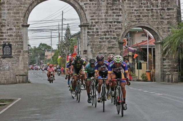 Rudy Roque closes in on Ronda leader Jan Paul Morales with Stage 11 victory