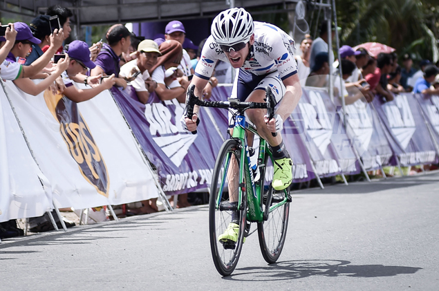 Whitehouse down as Jai Crawford steals Le Tour title with daring final-lap attack