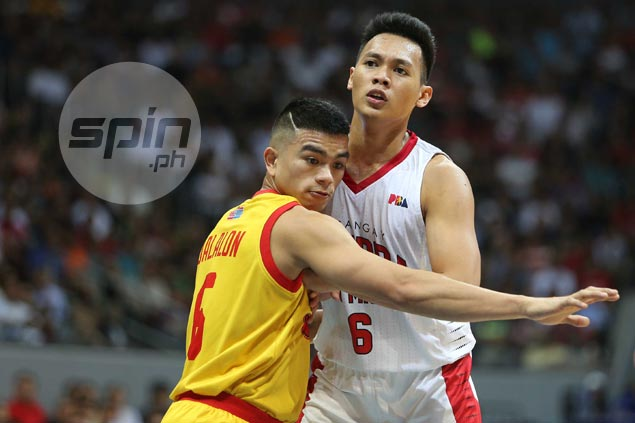 Scottie Thompson consoles college rival Jio Jalalon, tells rookie his time will come