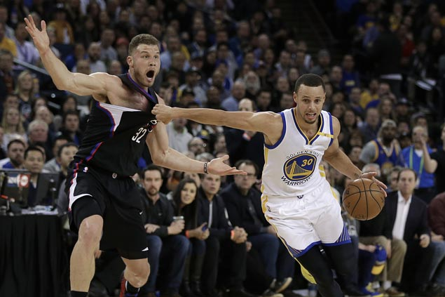 Steph Curry shows way as Warriors score 50 in third quarter en route to victory over Clippers