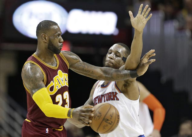 Irving and Korver show way, LeBron posts triple-double as Cavaliers clobber Knicks