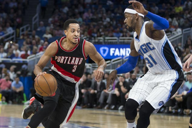 Blazers rally in fourth to beat Magic and halt three-game slide