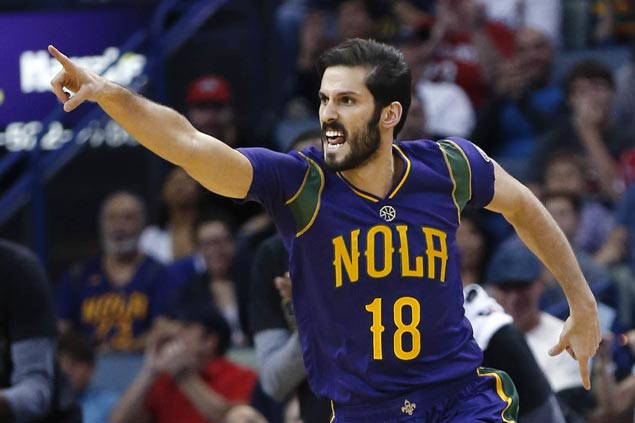 Omri Casspi out about four weeks after breaking thumb in Pelicans debut