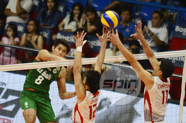 Arjay Onia shows way as Woo-less La Salle downs winless UE in UAAP volleyball