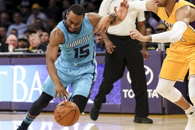 Kemba Walker takes over down the stretch as Hornets rally past struggling Lakers