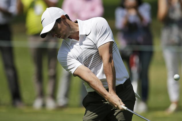 Despite bum stomach, Rory McIlroy one shot off Mexico leaders in strong return from rib injury