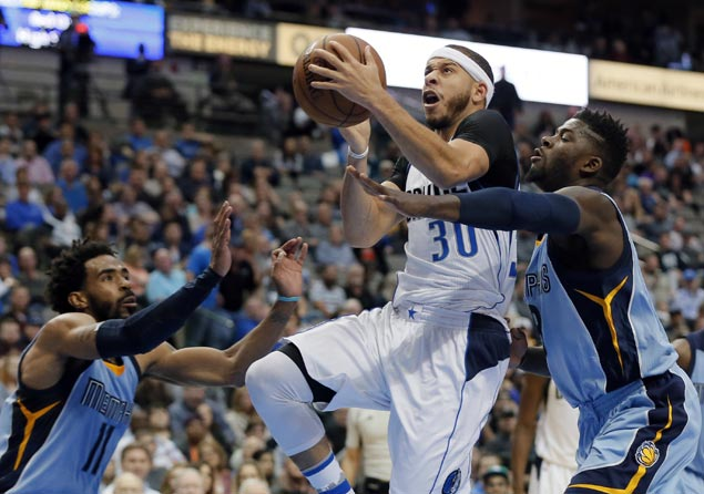 Seth Curry shows way as Dallas Mavericks get by Memphis Grizzlies