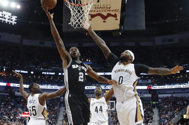 Streaking Spurs put away Pelicans in OT with late flurry to keep 'Boogie-Brow' duo winless