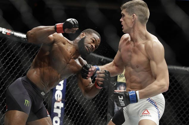 Tyron Woodley edges Stephen Thompson in majority decision in UFC 209 to keep welterweight belt
