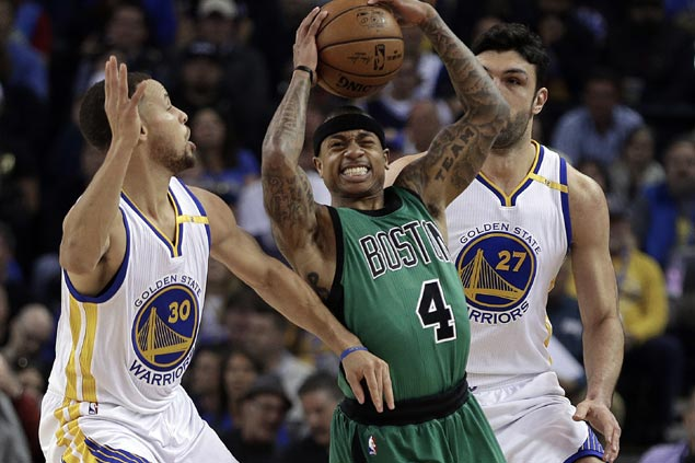 Isaiah Thomas, Celtics catch fire in the fourth to turn back Warriors and halt two-game slide