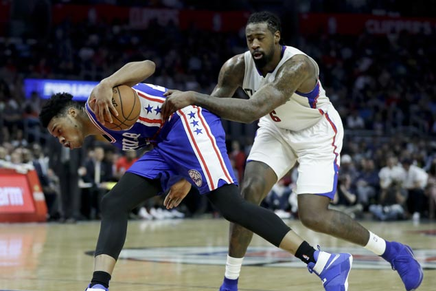 Chris Paul scores 30 as Clippers overcome pesky Sixers