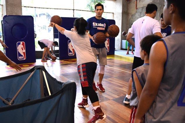 Home hero Dondon Hontiveros serves up inspiration to Jr. NBA aspirants in Cebu