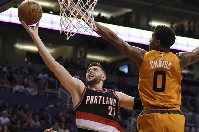 Blazers waste 18-point lead but recover to beat Suns