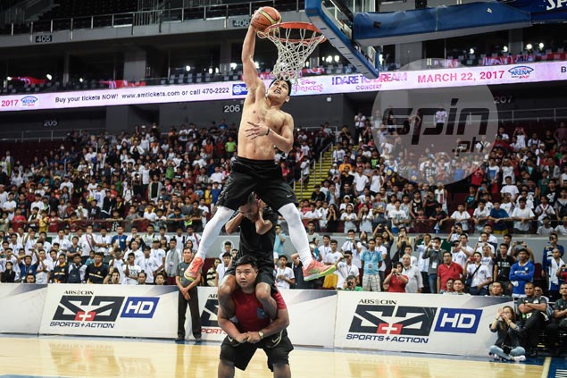 David Carlos wows MOA Arena crowd with dazzling aerial show in NBTC dunk contest