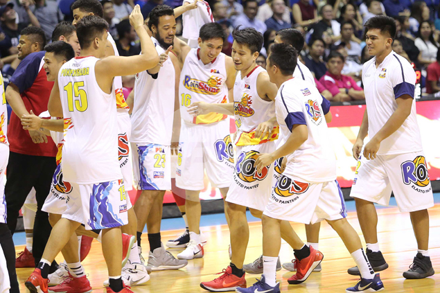 Finally let loose by Garcia at crunch time, James Yap shows he can still shoot lights out