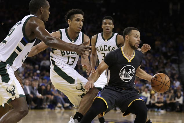 Steph Curry hits six triples, Warriors ride strong second quarter to victory over Bucks