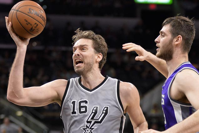 Pau Gasol takes charge as Spurs end rare skid with rout of Kings