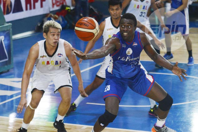 Cafe France coach Macaraya turns focus to Game 2, warns wards not to rely too much on Ebondo