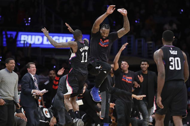 Clippers hit 15 triples, assert mastery of lowly Lakers