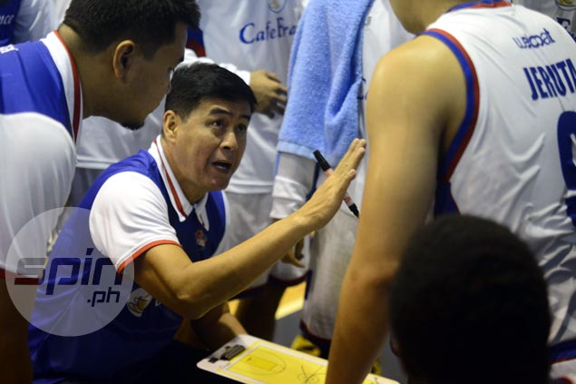 Egay Macaraya seeks more help for fatigued vets in Cafe France's do-or-die match vs Racal