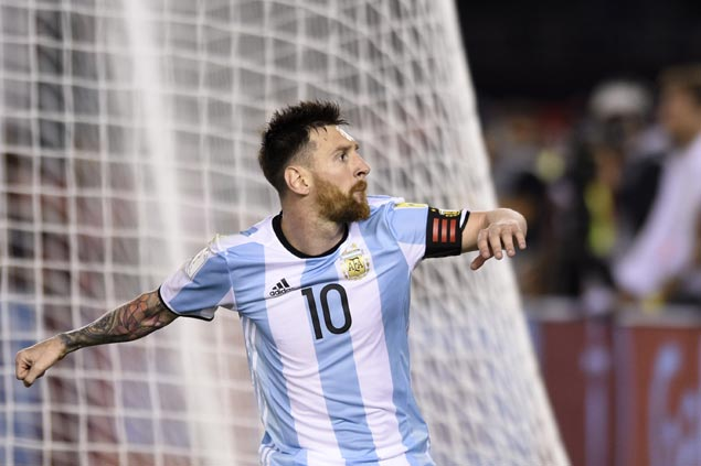 Lionel Messi penalty powers Argentina past Chile and into World Cup qualifying berths