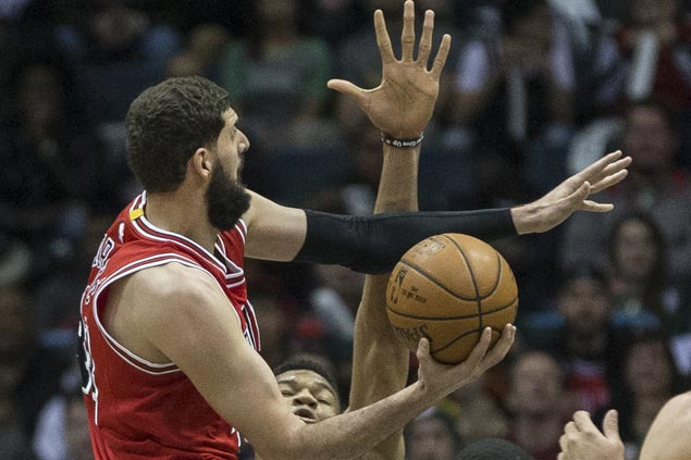 Nikola Mirotic, Jimmy Butler lead balanced Bulls offense to snap Bucks' three-game win streak