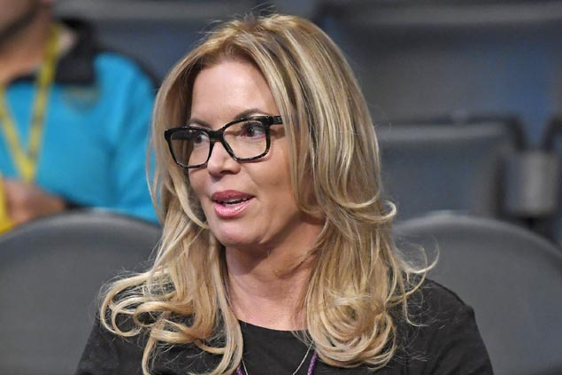 Jeanie Buss keeps control of Lakers after family feud ends in agreement