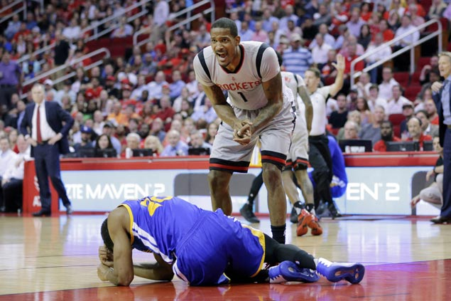 Eight straight for Warriors as NBA leaders withstand tough challenge from Rockets